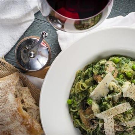 Super Skinny Creamy Spinach Pasta Primavera